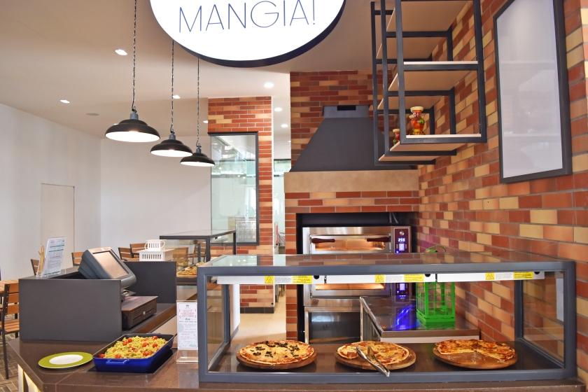 Bintan Lagoon Resort - Fiesta Restaurant Mangia Front Pizza