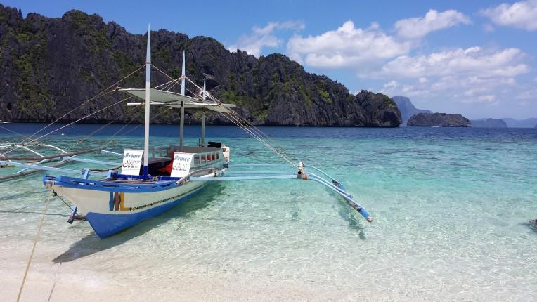 Nacpan El Nido - Sail the cool blue waters