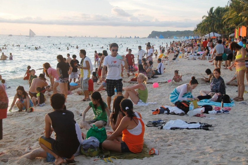 overcrowded boracay beach - annaeverywhere