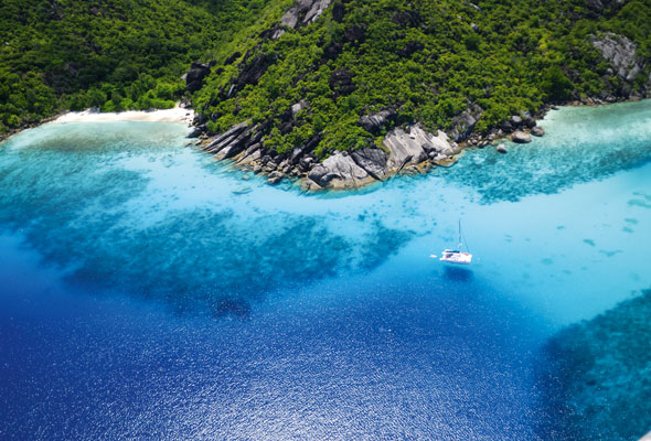 The clear blue and green waters of Seychelles is just calming