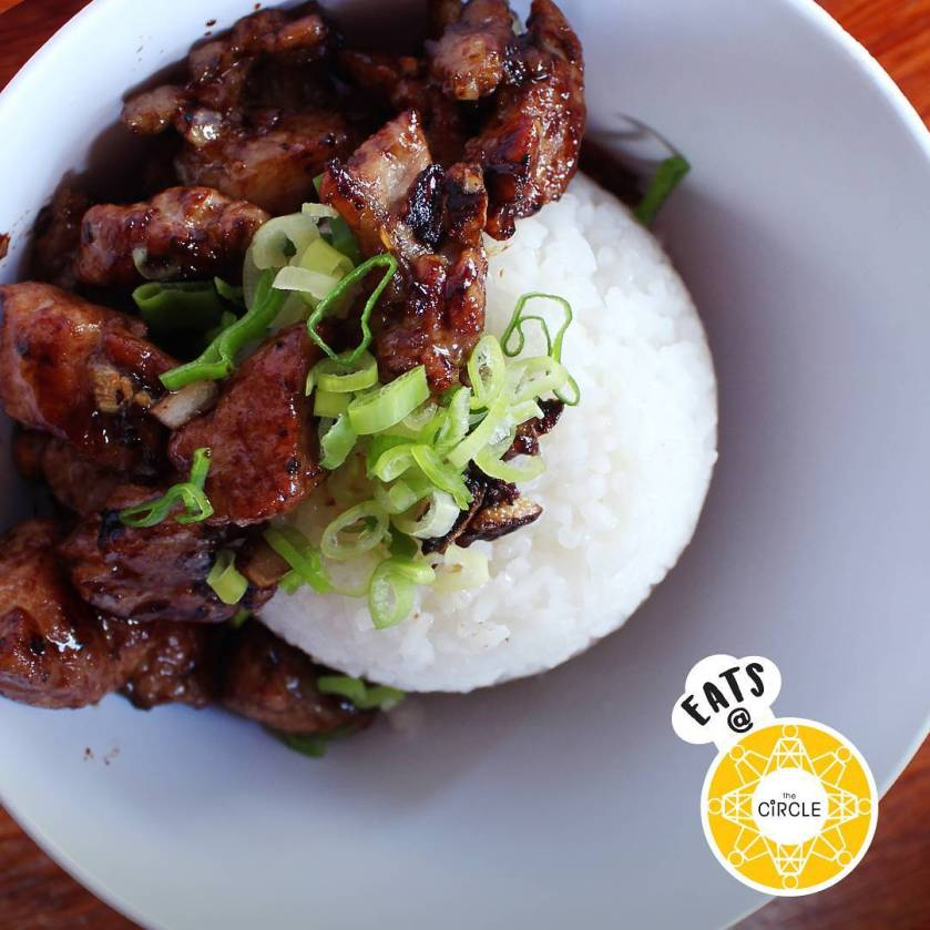 A simple meal costs only around P100-P200 ($2-4).