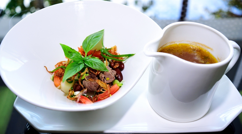 Presentation matches the best-tasting food selections at Nelayan.